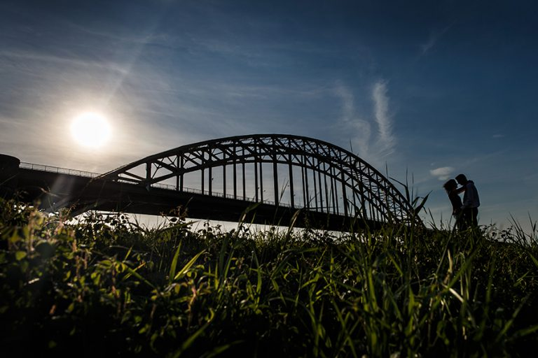 Pre wedding shoot Nijmegen | Waalbrug